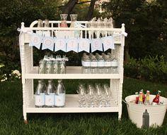 Una mesa de refrescos para un baby shower / A refreshment table for a baby shower
