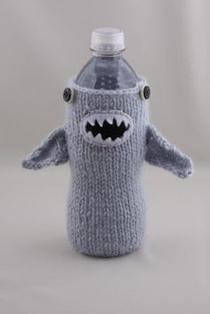 Knitted Shark and Otter bottle cozies. Made by and available for purchase via HandaMade on Etsy. Yarn Projects, Knitting Projects, Crochet Projects, Knitting Patterns, Sewing Projects, Crochet Patterns, Monster Shark, Yarn Crafts, Diy Crafts