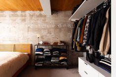 ベッドルームは戸境壁を躯体現しで。あたたかみがあるカーペットといいコントラスト。クローゼットはオープンで奥行きを出しました。   #K様邸氷川台 #寝室 #ベッドルーム #bedroom #bedroointerier #オープンラック #ベッド #クローゼット #扉なし #ikea収納 #EcoDeco #エコデコ #リノベーション #renovation Shelter, Desk, Interior Design, Chair, Wall, Closet, Home Decor, Nest Design, Desktop