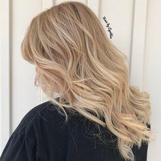 #colorcorrection #summer #salonexclusive #balayage #blonde #blondehair #haircolor #blondebalayage #thelawofattraction #rogersarkansas #stylist  #hairstyle #ppdfree #coconutoil #Italianhaircolor  #epichaircolor #parabenfree #caliglamlove #haircolor #girlboss #nofilter #beautylaunchpad #quote #Professionalhaircolor #bekind  #ilovemyjob #hair #ilovehair