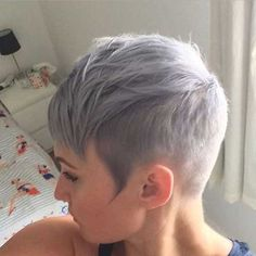 """How to style the Pixie cut? Despite what we think of short cuts , it is possible to play with his hair and to style his Pixie cut as he pleases. For a hairstyle with a """"so chic"""" and pointed… Continue Reading → Funky Pixie Cut, Pixie Cut Styles, Short Hair Styles, Pixie Cuts, Buzzed Pixie, Edgy Pixie, Short Grey Haircuts, Haircuts With Bangs, Short Hair Cuts"""
