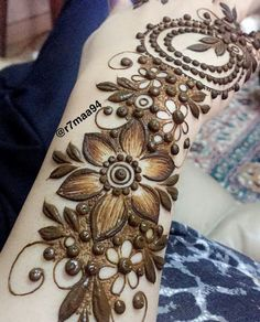 In this article you will find best simple arabic mehndi design for eid for decorating hands, arms and feet with arabic henna designs and eid mehndi designs. Plus find video tutorial about how to apply mehndi designs for eid. Rose Mehndi Designs, Khafif Mehndi Design, Latest Henna Designs, Simple Arabic Mehndi Designs, Mehndi Designs For Beginners, Modern Mehndi Designs, Dulhan Mehndi Designs, Mehndi Design Pictures, Mehndi Designs For Fingers