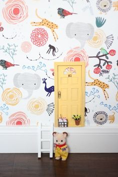 that wallpaper 😍 The post 15 happy things for your October appeared first on Woman Casual - Kids and parenting Kids Room Wallpaper, Diy Wallpaper, Childrens Bedroom Wallpaper, Playroom Decor, Nursery Decor, Kids Rooms Decor, Colorful Playroom, Bedroom Decor, Diy Tapete