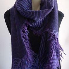 Vielseitiges Tuch / Großer Schal in Lila und Violet aus Merinowolle - Diffstore - Online Shop Kleidung