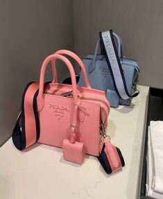 Luxury Purses, Luxury Bags, Luxury Handbags, Cute Handbags, Purses And Handbags, Aesthetic Bags, Sacs Design, Foto Baby, Cute Purses