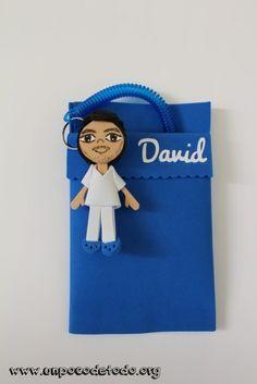 www.unpocodetodo.org - Salvabolsillos para enfermeros de David y Roberto - Salvabolsillos - Broches - Goma eva - crafts - custom - customized - enfermera - foami - foamy - manualidades - nurse - personalizado - 6