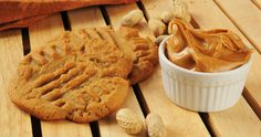 These easy peanut butter cookies are simple to make. They make great snacks on the go or you can enjoy them right after they come out of the oven. Homemade Peanut Butter Cookies, Flourless Peanut Butter Cookies, Peanut Butter Cookie Recipe, Cookie Recipie, Flourless Cake, Healthy Protein Snacks, High Protein Recipes, Easy Cookie Recipes, Dessert Recipes