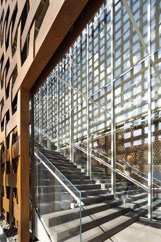 Aspen Art Museum | Architects: Shigeru Ban Architects | Location: 637 East Hyman Avenue, Aspen, CO 81611, USA | Photographs: Michael Moran / OTTO, Derek Skalko