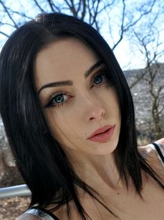 Make-up Fashion Bilder - Sorbian-Spike, thanksgiving makeup, Black Hair Pale Skin, Dark Hair, Make Up Looks, Dark Beauty, Gothic Beauty, Beauty Makeup, Hair Makeup, Makeup Style, Mode Sombre