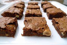 Receta de Brownie de Chocolate y Avellanas - El Aderezo - Blog de Recetas de Cocina Puerto Rico Food, Secret Recipe, Brownie Recipes, Blondies, Meatloaf, Just Desserts, Sweet Recipes, Chocolates, How To Make Crafts