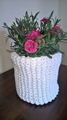 White basket with carnation flowers Cotton Cord, Home Rugs, Carnations, Scandinavian Style, Tree Branches, Baskets, Planter Pots, Art Pieces, Deco