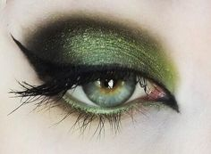Clover Green Eyes! Get this look with Peridot, Mystic Moss, and Onyx  SeneGence ShadowSense