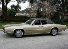 1970 Ford Thunderbird Four-Door Landau Sedan American Classic Cars, Ford Classic Cars, Ford Lincoln Mercury, Ford Thunderbird, Us Cars, Car Ford, Ford Motor Company, Vintage Cars, Retro Cars