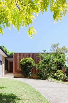 In Sydney, Australia, the Escu House with timber slatted screen — design by Bijl Architecture