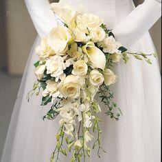 Cascada con flores blancas http://www.bodacor.com/bodas-zaragoza-huesca-teruel-pamplona/categorias/preparativos/floristerias?term_node_tid_depth=all