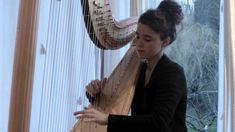 """Debussy - Deux Arabesques (Harpe) - Héloïse de Jenlis - After listening to Debussy on the harp, I feel it's the natural instrument for these pieces, as much as the piano. with the """"water"""" effect and all. Arabesque, Debussy Piano, Claude Debussy, Classical Music Composers, Hammered Dulcimer, Add Music, Jazz Band, Romanticism, Trance"""