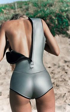 Swimwear: neoprene one piece swimsuit surf beach silver metallic Más Look 80s, Sexy Back, Mode Latex, Scuba Girl, Surf Girls, Beach Babe, Summer Beach, One Piece Swimsuit, Bikini Bottoms
