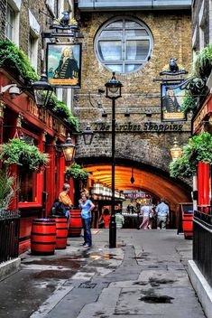 Ship and Shovel pub at the Arches - London England 런던 잉글랜드 Лондон Англия London Pubs, London Places, Old London, London Street, London City, Big Ben London, Uk And Ie Destinations, British Pub, British Isles