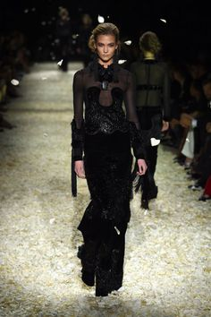 Pin for Later: The Top Moments From Tom Ford's Supersexy LA Show Karlie Kloss in the Tom Ford Runway Show