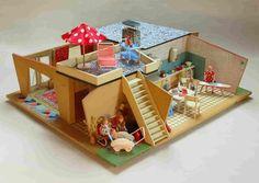 DDR dollshouse from the '50 found on http://www.puppenhausmuseum.de/haus-constanza.html