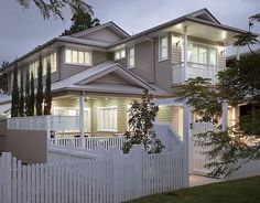 Queenslander home - Traditional design but a modern look behind a perfect white picket fence Queenslander House, Weatherboard House, Hamptons Style Homes, Hamptons House, Exterior House Colors, Exterior Design, Exterior Paint, House Color Schemes, Paint Colors For Home