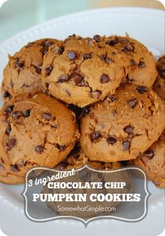 This 3 ingredient pumpkin chocolate chip cookies recipe is simple and fast to make. These pumpkin chocolate chip cookies are soft and delicious! Brownie Cookies, Pumpkin Chocolate Chip Cookies, Cake Mix Cookies, Cookies Et Biscuits, Cookies Vegan, Easy Pumpkin Cookies, Vegan Cake, Chocolate Cake, Pumpkin Cake Cookies Recipe