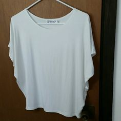 Fighting Eel top babylon, white Very good condition white loose blouse. Comfortable and easy to wear fighting eel Tops