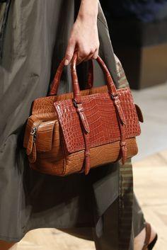 Bottega Veneta Stuck to What It Knows for Spring 2016 Bags Stylish Handbags, Hermes Handbags, Handbags On Sale, Luxury Handbags, Fashion Handbags, Fashion Bags, Leather Handbags, Cheap Handbags, Balenciaga Handbags