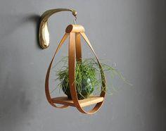 部屋に緑があるとお洒落だし落ち着きますよね。観葉植物をお洒落に飾ってみませんか?ハンギングプランターを使ってお洒落インテリアを楽しんでいるお部屋をご紹介します。ぜひ参考にしてみてください。