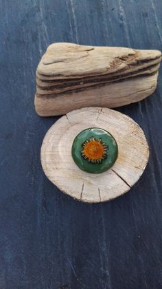 Another piece perfectly enhanced all by itself. Bright and sunny in style and geared towards friendship represent joy & happiness in folklore, carefully picked from the Penninsula Eco Resin, Handmade Gifts For Her, Joy And Happiness, Flower Brooch, Daisies, Folklore, Irish, Backdrops, Friendship