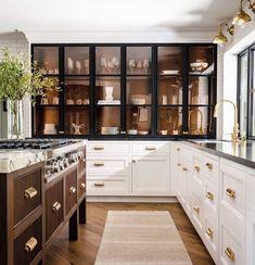 Kitchen Interior, New Kitchen, Kitchen Decor, Gold Kitchen, Island Kitchen, Kitchen White, Farmhouse Interior, Design Kitchen, Rustic Farmhouse