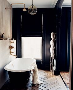 yet another black bathroom that's nailing it.