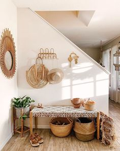 Modern Boho Entryway Decor Ideas To Beautify Your Home Cheap Home Decor, Diy Home Decor, Decoration Entree, Sweet Home, Diy Casa, Deco Boheme, Bench Furniture, Bench Decor, Home Decor Inspiration