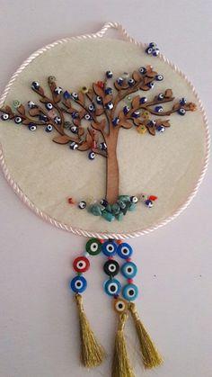www alanyacraft.com siteyi görebilirisiniz Diy Home Crafts, Felt Crafts, Crafts To Sell, Baba Marta, Evil Eye Art, Kitchen Baskets, Art N Craft, Lace Jewelry, Mobiles