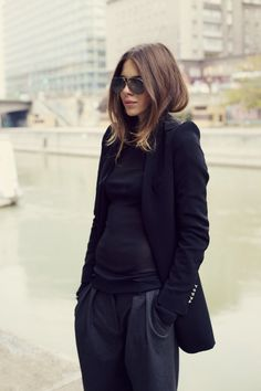 cute hair and black / black outfit