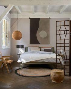Woontrend 2021: zo haal je de Japandi-trend in huis | vtwonen Style Deco, Japanese Interior, Apartment Design, Apartment Interior, Decoration, Bedroom Interior Design, Happy Weekend, Minimalist Design, Future