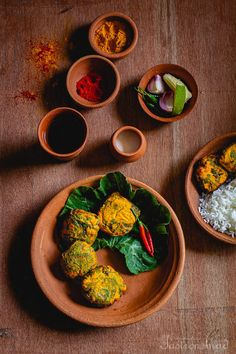 Kumro Patay Chingrir Bora (Fritters of Shrimps wrapped in Pumpkin Leaves) Curry Recipes, Fish Recipes, Indian Food Recipes, Ethnic Recipes, Bangladeshi Food, Bengali Food, Shrimp Wraps, Pumpkin Leaves, Pumpkin Vine