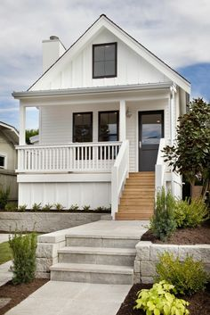 Small Cottage Homes, Modern Cottage, Cottage House Plans, French Cottage, White Cottage, Modern Bungalow, Victorian Cottage, Farm House, Cottage Porch