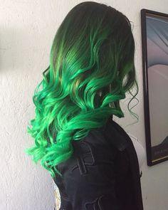 Do you like green hair? Electric Lizard and Electric Banana Manic Panic Neon Green Hair, Green Wig, Blue Wig, Green Hair Colors, Bright Hair Colors, Pink Wig, Hair Dye Colors, Cheveux Manic Panic, Manic Panic Hair Color