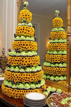 sunflower cupcake tower mom,we could do this! Sunflower Cupcakes, Sunflower Party, Daisy Wedding, Wedding Sunflowers, Sunflower Weddings, Sunflower Bouquets, Wedding Shower Cakes, Wedding Cakes, Cupcake Pictures