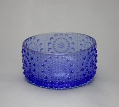 Jälkiruokamalja, Grapponia, Nanny Still, 1970-luku Glass Design, Design Art, Yves Klein Blue, Cheese Dome, Glass Ceramic, Scandinavian Design, Cobalt Blue, Finland, Dinnerware