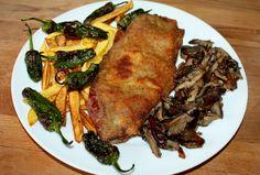 Cachopo asturiano con guarnición. Steak, Pork, Gastronomia, Ejercicio, Cooking Recipes, Kale Stir Fry, Pigs, Steaks, Pork Chops