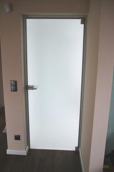 Szklane matowe drzwi łazienkowe