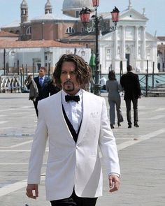 """Class Golden Era on Instagram: """"Johnny Depp with a badass look in the streets of Venice."""" White Tuxedo, White Suits, Black Bow Tie, Famous Stars, Johnny Depp, Venice, Beautiful Men, Badass, That Look"""