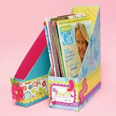 DIY Magazine Holder from cereal box Ag Dolls, Girl Dolls, Doll Crafts, Fun Crafts, American Girl Magazine, Diy Magazine Holder, Magazine Crafts, Magazine Files, Life Magazine