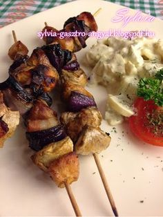 Sylvia Gasztro Angyal: Sertés grillnyárs gombával Skewers, Food And Drink, Cooking Recipes, Chicken, Foods, Drinks, Fimo, Crickets, Food Food