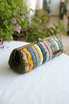 캔디 프레임필통&파우치(3)~ : 네이버 블로그 Fabric Purses, Fabric Bags, Patchwork Bags, Quilted Bag, Coin Purse Tutorial, Diy Clutch, Frame Purse, Cloth Bags, Small Bags