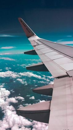 handy Hintergrund Image of Leonor discovered. Discover (and save!) Your own pictures and videos . Sky Aesthetic, Travel Aesthetic, Airplane Photography, Travel Photography, Nature Photography, Aesthetic Iphone Wallpaper, Aesthetic Wallpapers, Phone Backgrounds, Wallpaper Backgrounds