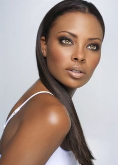 I love her with dark hair -- Eva Pigford