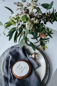 Australian themed Christmas table styling and decor ideas using native and natural floral and greenery with mix and match eclectic table ware. Aussie Christmas, Australian Christmas, Summer Christmas, Christmas Lunch, Christmas Pictures, Family Christmas, Christmas 2019, White Christmas, Christmas Quotes